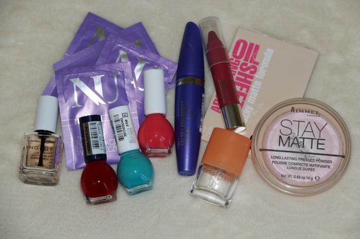 wakacyjna kosmetyczka: kolorówka
