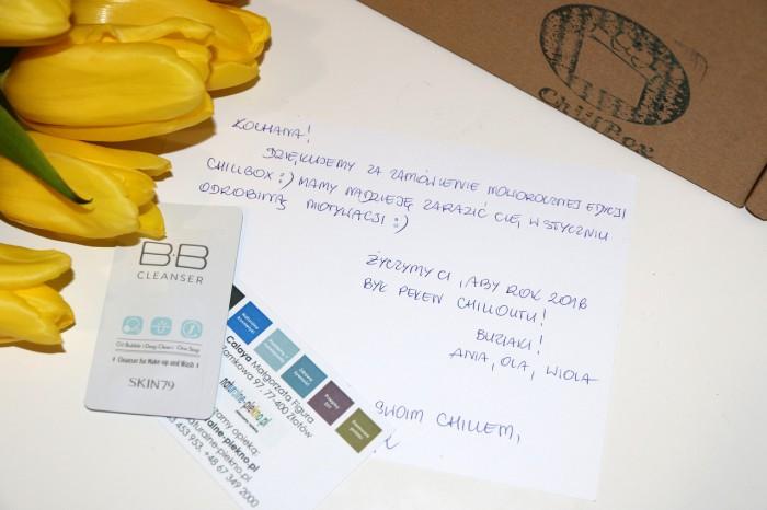 Karta produktów zodręcznym liścikiem oddziewczyn naodwrocie, zniżka nakosmetyki Calaya, próbka nowej pianki oczyszczającej Skin79