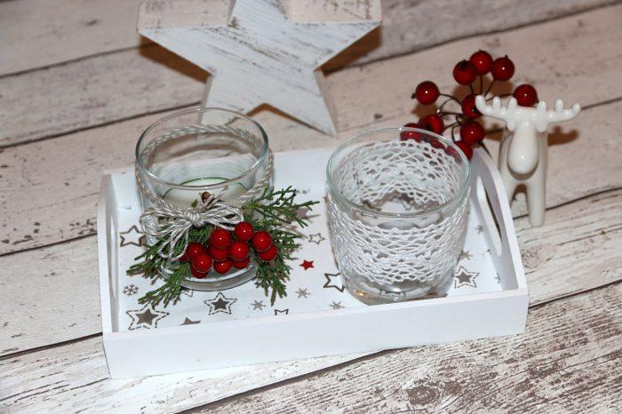 świąteczne świeczniki DIY zkoronki, zielonych gałązek tuji isztucznej jarzębiny