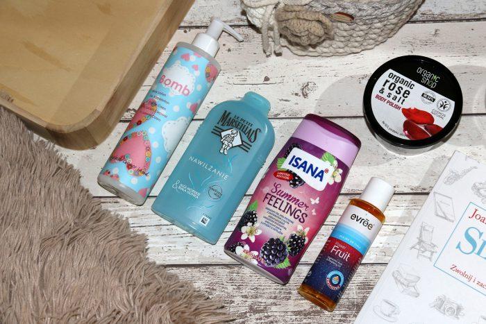 balsam Bomb Cosmetics, krem domycia Le Petit Marseillais, żel Isana, olejek Evree, peeling Organic Shop