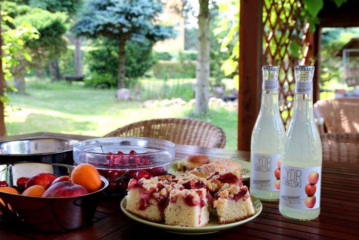 stół natarasie, owoce, ciasto, Cydr
