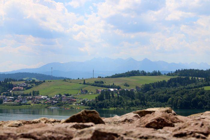 widok zzamku wCzorsztynie