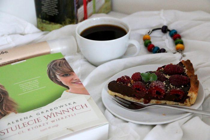 Stulecie Winnych, kawa, tarta malinowa
