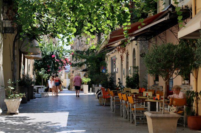 zielone uliczki miasta Korfu