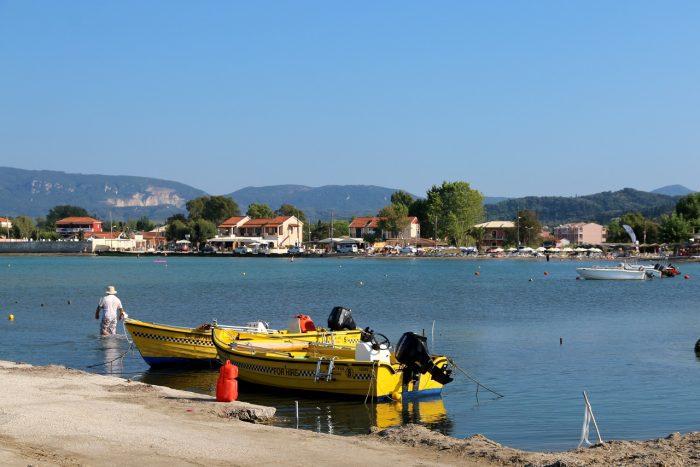 żółte łodzie namorzu wSidari