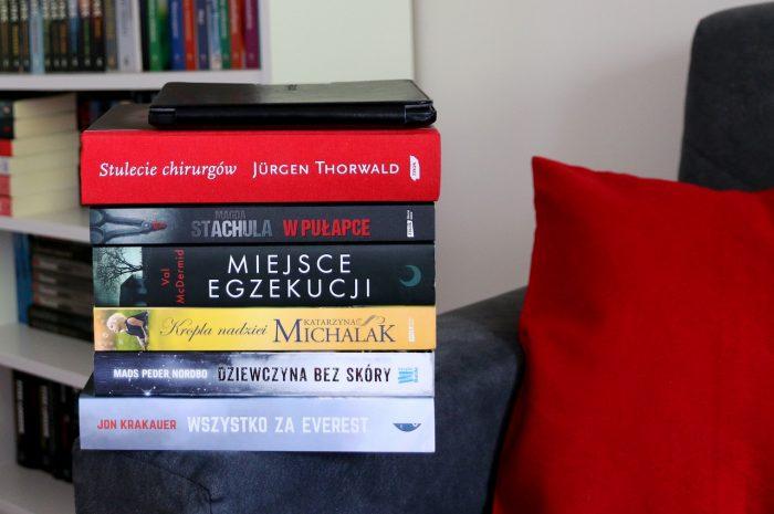 Stosik książek przeczytanych wsierpniu