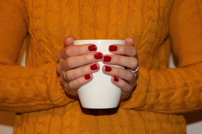 kubek gorącej herbaty
