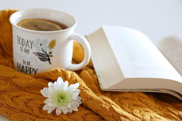 herbata zcytryną, książka iciepły sweter
