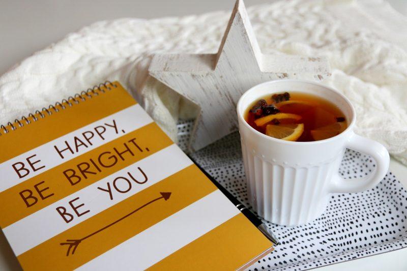 notes, zimowa herbata, gwiazda, ciepły sweter
