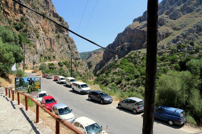 Kreta, parking przy jaskini Agia Sofia
