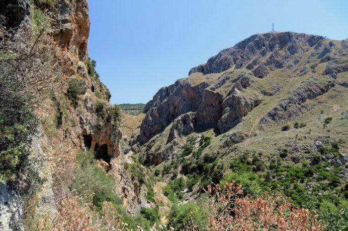 Kreta, widok zjaskini Agia Sofia naWąwóz Topolia