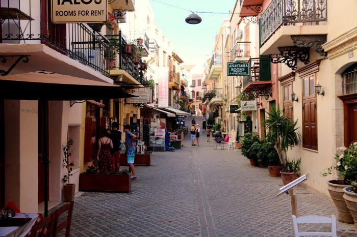 Kreta, jedna nadmorskich uliczek wChanii