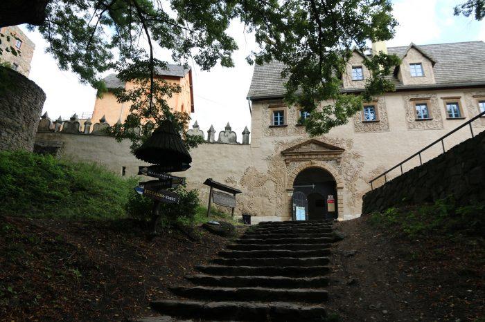 Zamek Grodno, brama