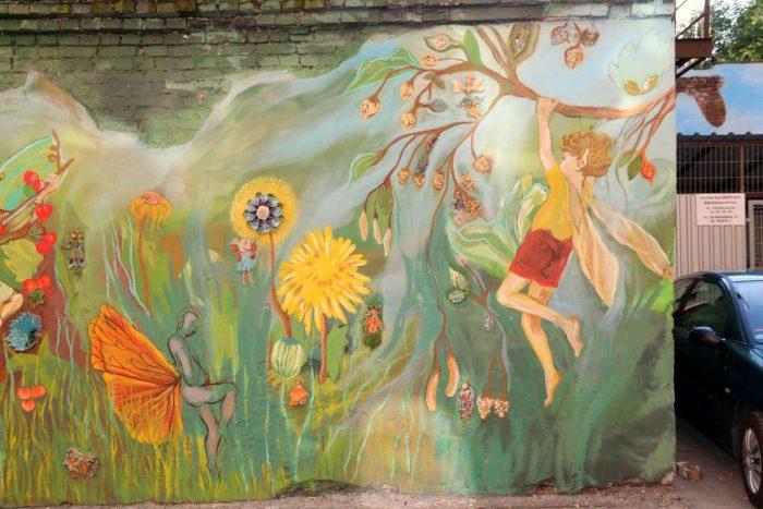Kolorowe podwórko naRoosevelta weWrocławiu
