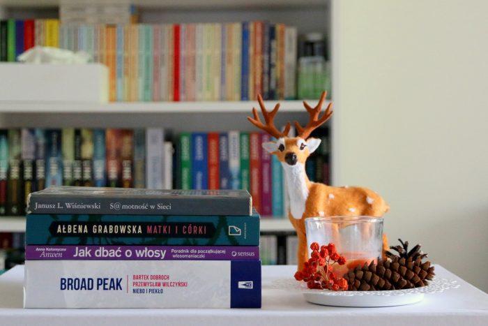 Podsumowanie października - stosik przeczytanych książek