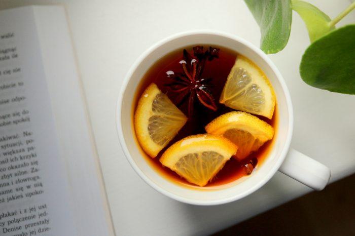 Jesienna herbata zcytryną iprzyprawami
