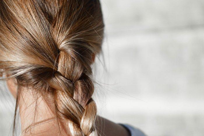 Pierwsze kosmetyki nastolatka - pielęgnacja włosów