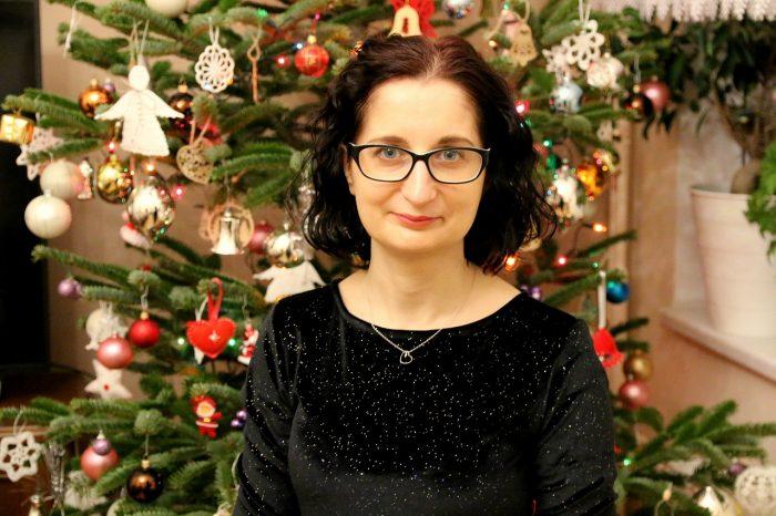 moje świąteczne zdjęcie przy choince
